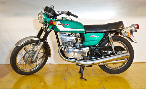 suzuki gt 380 1st 380cc from 1972 by moto a raggi. Black Bedroom Furniture Sets. Home Design Ideas